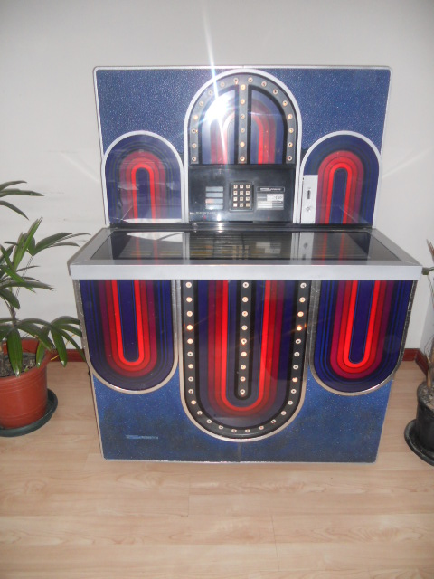 GAMIFICATION-1977-SEEBURG-JUKE-BOX-MODEL-STD4-MARDI-GRASe08350466b54d525.jpg